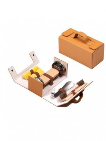 Kit de viaje marrón claro para el cuidado del calzado Tarrago